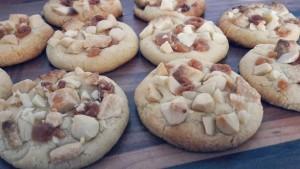 Weiße-Schokolade-Karamell-Mandel-Cookies