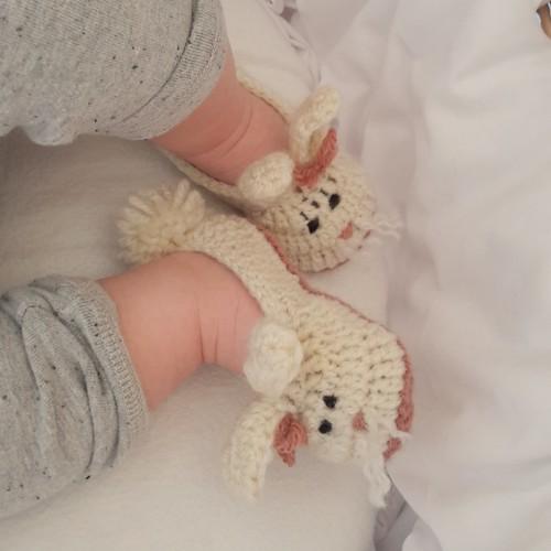Babyschuhe Haeschen Ostern