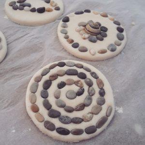 Salzteig-Bastelei mit Steinen